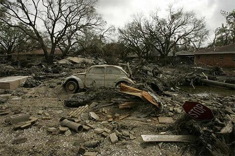 Руины в Лэйквью Дистрикт – в разрушенном районе для среднего рабочего класса, расположенным сразу за восточной частью улицы 17th Street Canal в Новом Орлеане 22 сентября 2005 года. (AFP/ Getty Images / Robyn Beck)