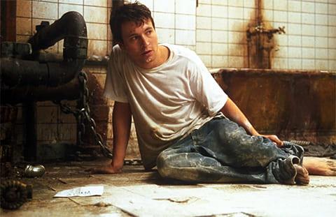 Кадр из фильма «Пила: Игра на выживание» (2004)