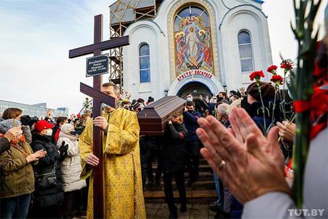 Похороны Романа Бондаренко (фото: tut.by)