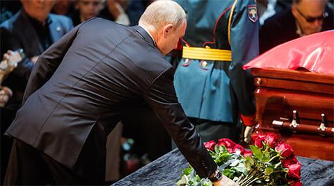 Владимир Путин на прощании с Иосифом Кобзоном