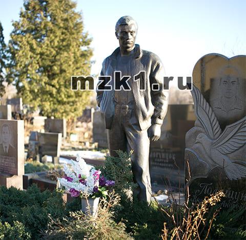 Памятник на могиле Владимира Полищука