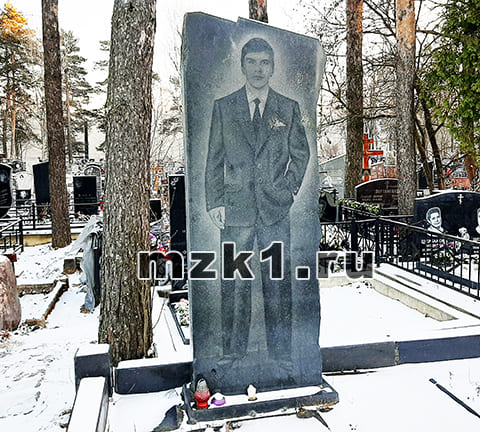 Могила Мансура Шелковникова