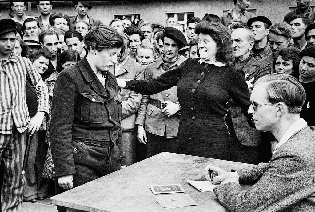 Информатор гестапо. Дессау, Германия, 1945 год.