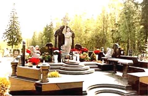 Памятник на кладбище Кости Могилы