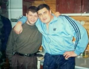 Справа — Адыган Саляхов