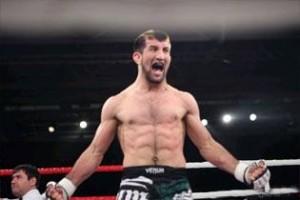 Чемпион мира по смешанным единоборствам и самбо Расул Мирзаев