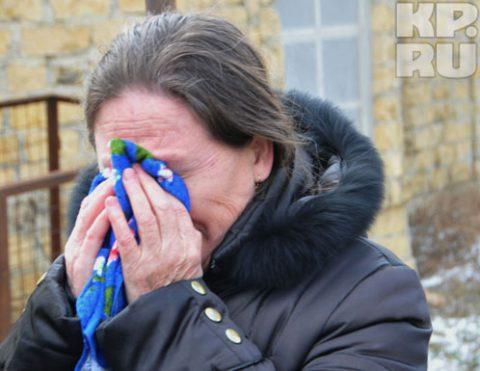 Мать Романа Губарева со слезами рассказывает об обысках в их доме.
