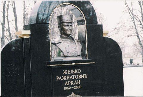 Могила Желько Ражнатовича «Аркана» на белградском кладбище