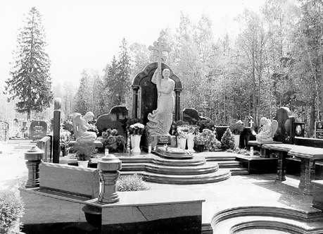 Костю Могилу не забыли пацаны Самое дорогое надгробие стоимостью 200 000 долларов установили в Северной столице рядовому в прошлом могильщику с Южного кладбища