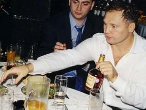 Криминальный авторитет Александр Трунов еще на свободе во время дня рождения