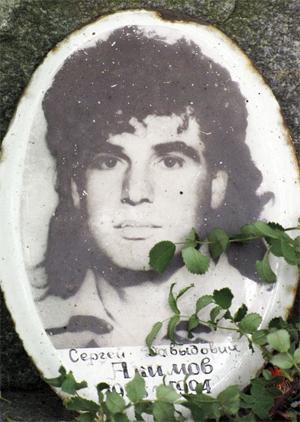 Памятник криминальному авторитеты Акимову (Марадонна)