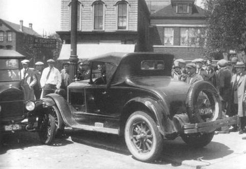 26 мая 1925 Анджело Дженна расстрелян на Огден и Надсон Авеню