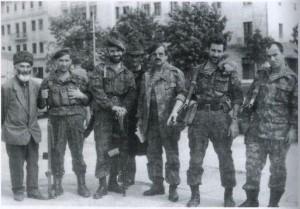 Чеченские добровольцы на войне в Абхазии.Третий слева направо-Шамиль Басаев(Герой Абхазии),дальше через одного-Умалт Дашаев(Герой Абхазии),рядом с ним Хункар-Паша Исрапилов.(Герой Абхазии).