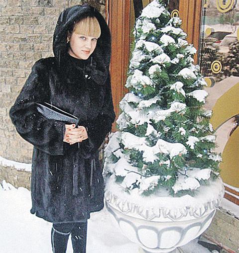 Сестра главаря Анастасия Синельник принимала подарки от бандитов, ее муж обеспечивал им прикрытие.