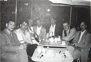 Слева направо: авторитет Курганской ОПГ Олег Нелюбин, Анатолий Гусев, четвертый - Андрей Колигов, Криминальный авторитет Черкас, Юрий Шефлер, курганский лидер Виталий Игнатов