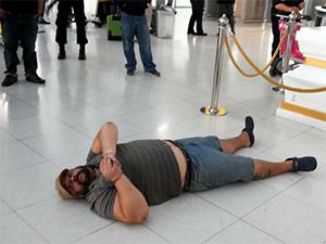 Александр Матусов по кличке Басмач лег на пол в аэропорту и не давал себя отвести к самолету