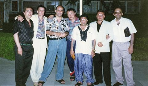 Воры в законе:Китаец(слева)-Мирон(третий слева)-Бахо(третий справа)-Каро(справа)