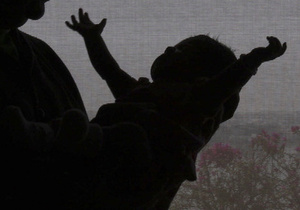 В Караганде женщина пыталась продать ребенка