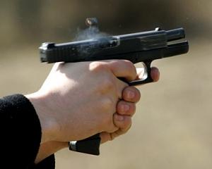В Екатеринбурге бизнесмен на остановке застрел мужчину, который сделал ему замечание