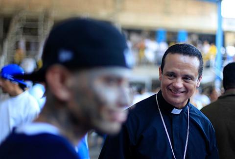 Епископ в тюрьме Сан-Сальвадора