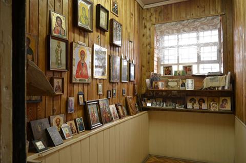 Молельная комната. Здесь подсудимые и подозреваемые могут поговорить со священником и помолиться