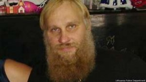 На фотографии, сделанной в 2013 году, Ромас Замольскис выглядит как священник.