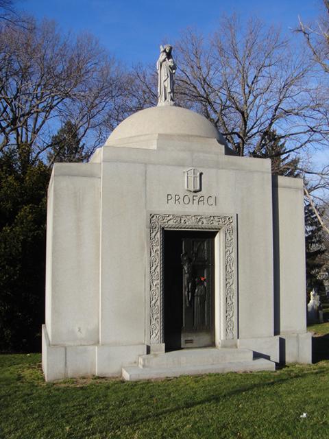 Склеп, где похоронен Джо Профачи