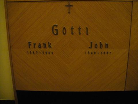 Могила Джона Готти в мавзолее мафии