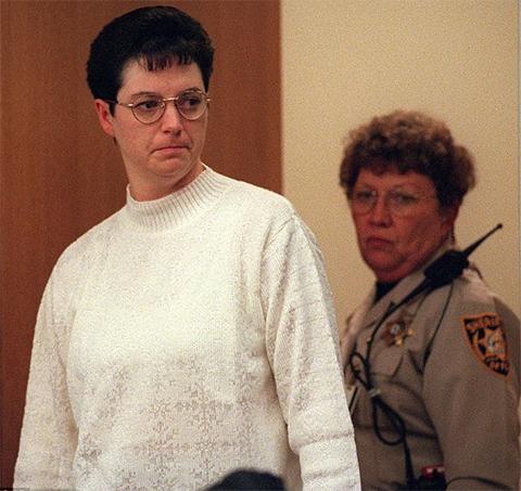 Келли Гиссендейнер была признана виновной в заговоре убийства в 1998 году и приговорена к смерти