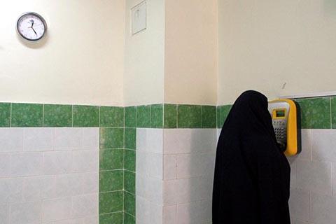 Иранская заключенная звонит домой в тюрьме Эвин