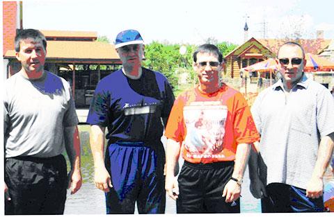 Второй слева Данильченко А.С. (Дед, Данила), третий - Кожухарь Н.И. (Молдаван) фото