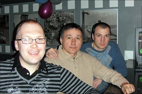 Вор в законе Денис Макс (Дэн Бобруйский), Сергей Молнар и «смотрящий» за Бобруйском Руслан Алейников. Все проходят обвиняемыми по делу