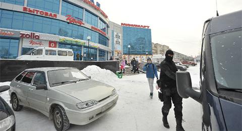 "Боец СОБРа у ТЦ ""Квартал"""