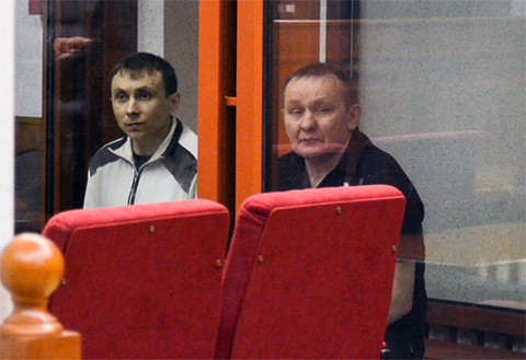Николай Смовж (справа) и его охранник Павел Козлов на суде