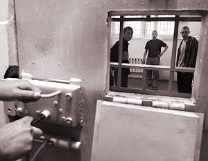 Сидят в камере наркоман вор и убийца