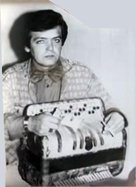 Фото Валерия Скопцова во время его работы учителем пения