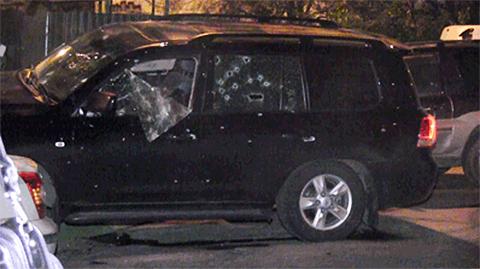 Машина Сергея Бегларяна после покушения киллеров