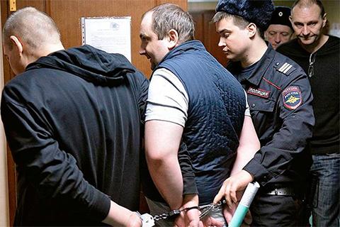Сергея  Магина уводят из зала суда