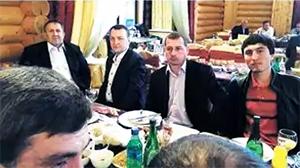 Третий справа: Азиз Батукаев