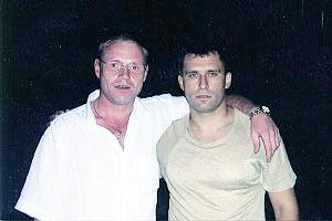 Юрий Шкретов (справа) в обнимку с одним из киллеров из обоймы «Осиновских» Игорем Перепелицыным по прозвищу Ганс