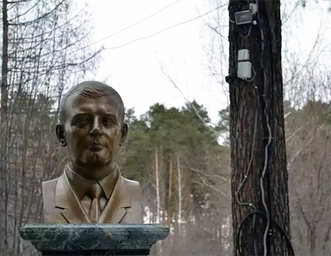 За могилой Александра Хабарова установлено видеонаблюдение