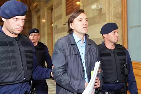 Киллер Анатолий Радченко, по кличке Челентано перед судебным заседанием