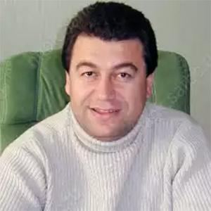 Роман Пипия