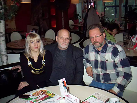 Справа от Владимира Податева сидит его полномочный представитель в государстве Израиль по МОПД «Единство» и СКРиЗ Анатолий Герасимов
