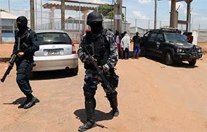 Бойцы спецназа за пределами тюрьмы, после подавления бунта