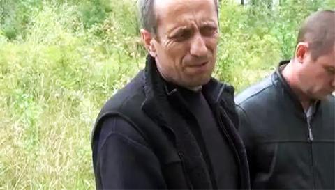 Михаил Попков во время следственного эксперимента