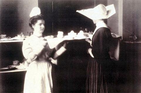 Джейн Топпан во время работы медсестрой