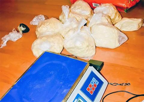Наркотики и машинка для подсчета банкнот, найденные у Левковского