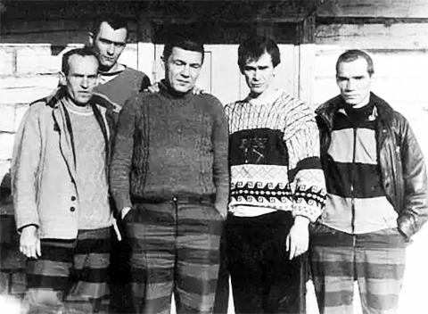 Впереди слева воры в законе: Анатолий Ислентьев, Владимир Борисов, Ильдар Касимов, Анатолий Велков