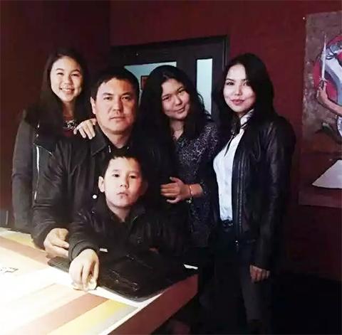 Камчи Кольбаев с детьми